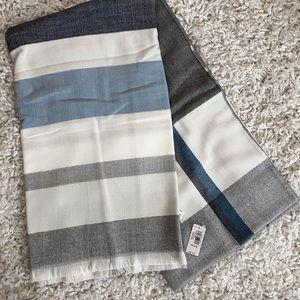 New Gap Blanket Scarf